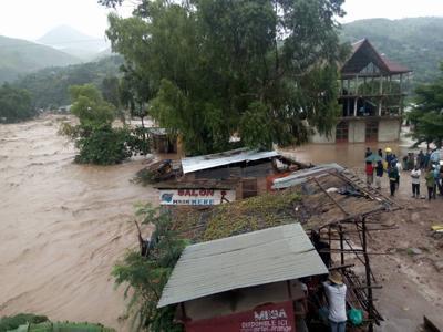 Photo of Uvira : le quartier Kilomoni de nouveau sous les eaux de dernières pluies