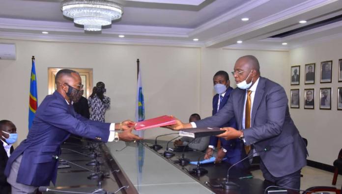 Photo of COVID-19 : Kinshasa et le Kongo Central  signent un arrêté interprovincial pour réguler la gestion de la barrière commune