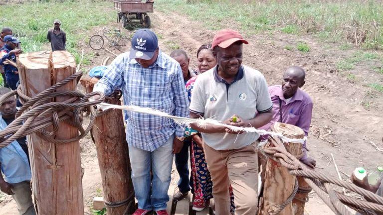 Photo of Sud-Kivu/Uvira : Le député Olive Mudekereza inaugure le pont reliant Ndolera – Kiringi et soutient l'entrepreneuriat des femmes et jeunes