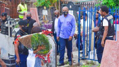 Photo of Kinshasa : Gentiny Ngobila annonce l'erection d'un monument en mémoire de Luambo Makiadi, Tabu Ley et Verkys Kiamwangana.