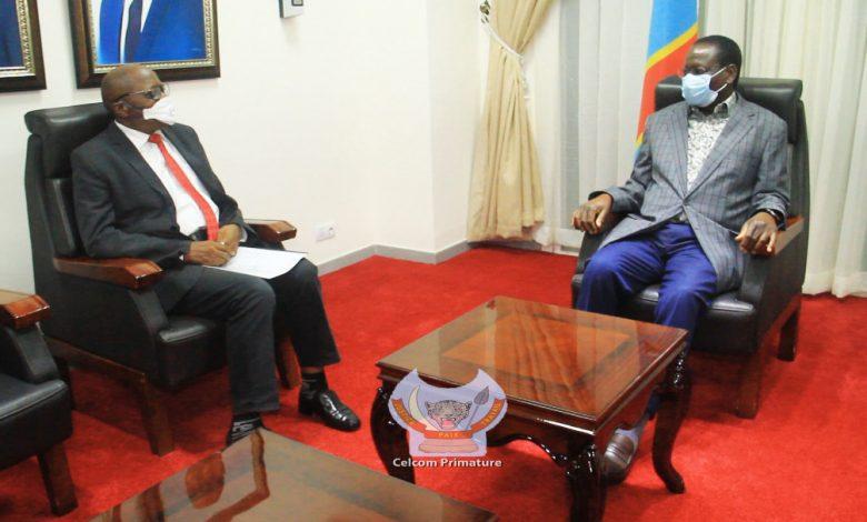 Photo of Crise multiforme en RDC : le Prof Saint Augustin Mwendambali pointe du doigt l'intellectuel congolais