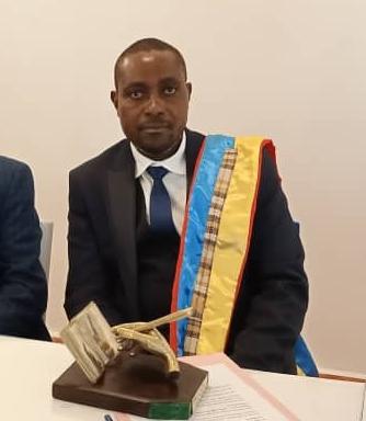 Photo of La société scientifique congolaise décerne le prix du «savant 2021» à Rogers Mufungambaka, auteur du dictionnaire Mashi – Kiswahili-français-anglais
