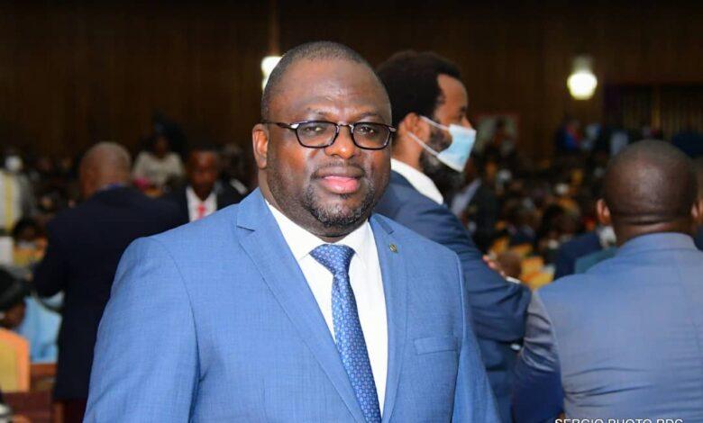 Photo of Assemblée nationale : Bertin Mubonzi remplace Jaynet Kabila à la tête de la commission défense et sécurité
