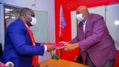 Photo of Secrétariat Intérfederal UNC/ Kinshasa: Molendo Sakombi passe officiellement le flambeau à Bertin Mubonzi